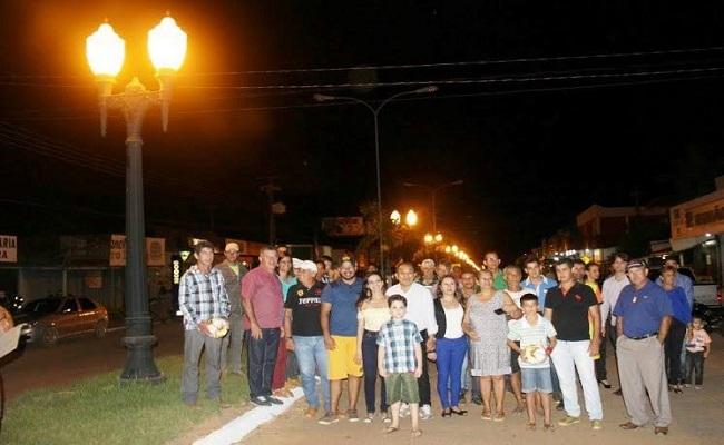 Deputado Edson Martins participa de entrega de iluminação decorativa em Vale do Anari