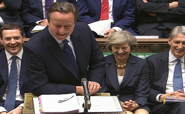Cameron participa de ultima sessao e sugere que Theresa May siga mais próximo possível da UE