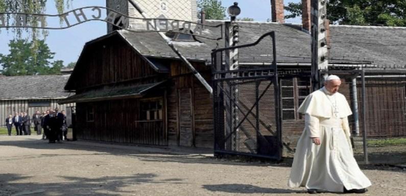 Papa reza em Auschwitz por vítimas do extermínio nazista