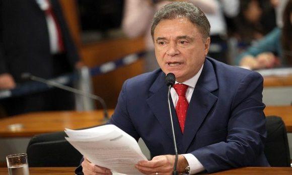 Álvaro Dias registra candidatura a presidente no TSE
