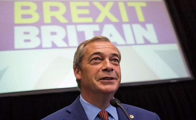 Líder de partido pró-Brexit, Nigel Farage renuncia ao cargo