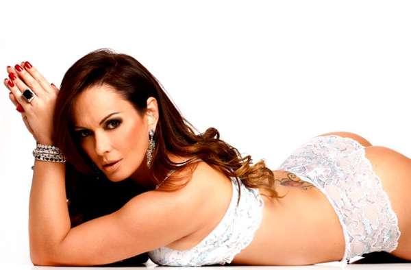Núbia Oliver posou para a própria linha de lingerie aos 39 anos
