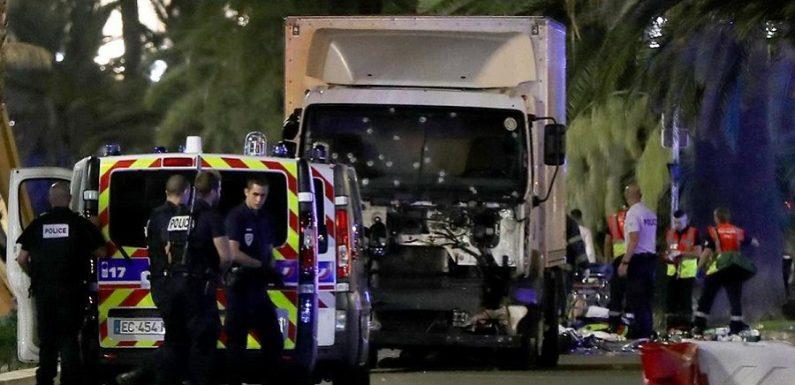 Presidente francês diz que 50 feridos correm risco de morrer após ataque em Nice