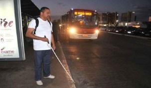 Deficientes físicos encontram dificuldade para se locomover de ônibus no DFDeficientes físicos encontram dificuldade para se locomover de ônibus no DF
