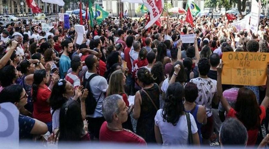 Manifestantes voltam às ruas e ameaçam greve geral em caso de impeachment