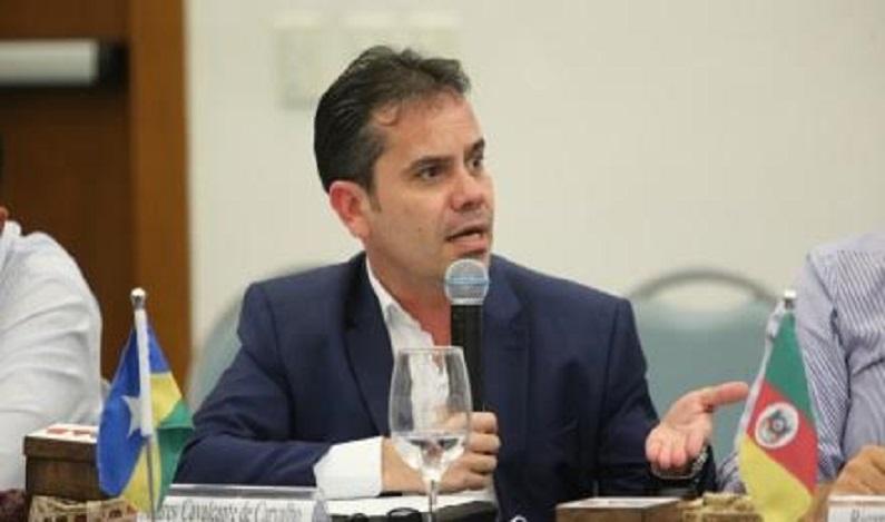 """""""Açodamento"""", por Andrey Cavalcante"""