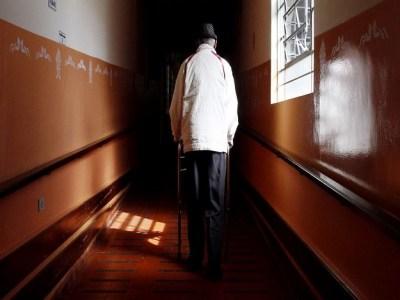 Mais de 70% dos asilos de SP não têm alvará