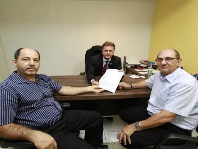 Luizinho Goebel recebe diretoria da ACIV