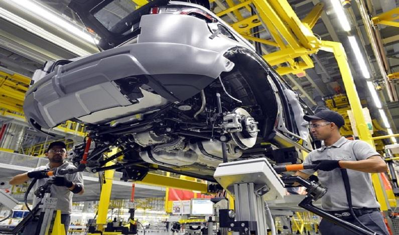 Produção de veículos acumula queda de 17,7%