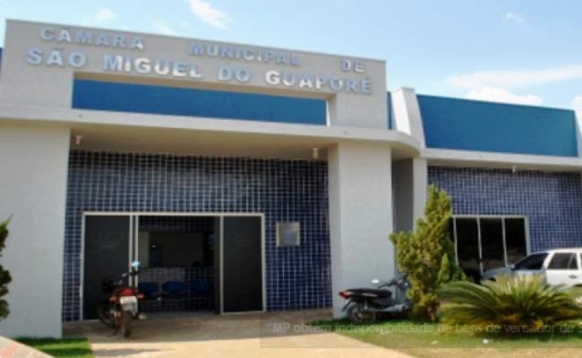 Moradores de São Miguel exigem redução no salário dos vereadores