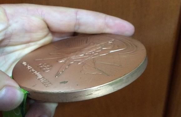Atletas reclamam de medalhas da Rio-2016 descascadas; Comitê oferece recall