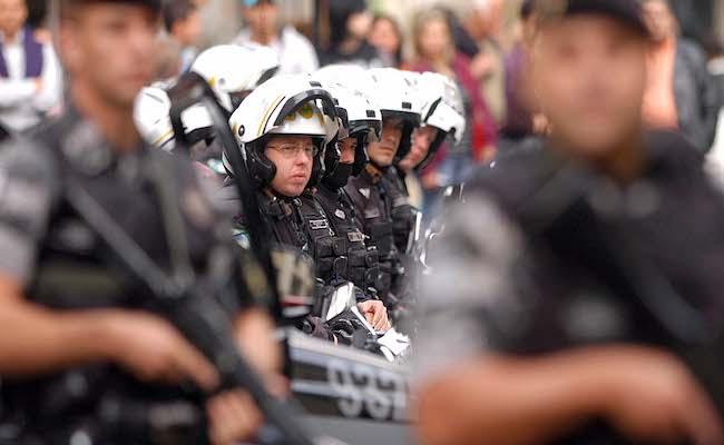Por greve da polícia, Vitória suspende aulas e atendimento de saúde