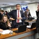Bate-boca entre senadores adia votação da PEC do teto de gastos em comissão