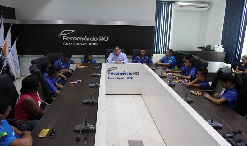 Fecomércio-RO recebe visita de campeões rondonienses das Paralimpíadas Escolares