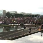 PM usa gás de pimenta e bombas em protesto contra PEC dos gastos