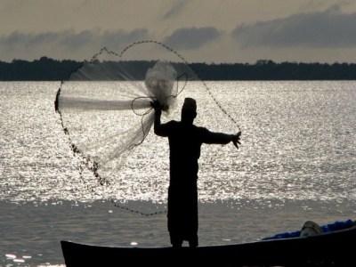 Governo federal quer cortar benefício para pescadores