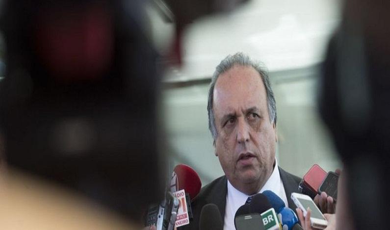 Rio paga 13º de servidores estaduais da educação