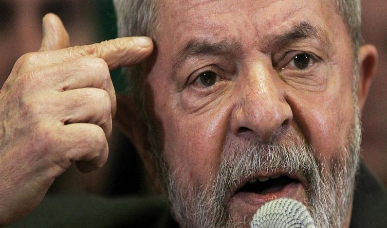 Lula alega parcialidade de Moro e pede fim de ação sobre tríplex
