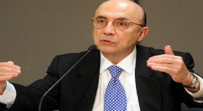 'Governo pega dinheiro emprestado para pagar aposentadorias', diz Meirelles