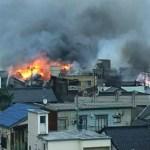 Incêndio de grandes proporções arrasa 140 prédios no Japão