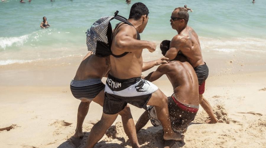 Ladrão é espancado por banhistas após assalto na Praia de Ipanema