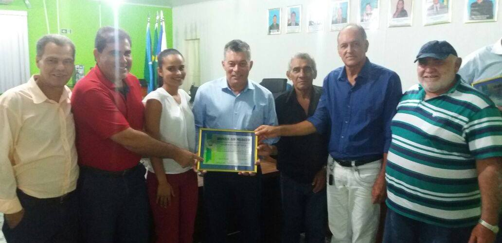 Deputado Edson Martins é homenageado pela população de Urupá