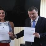 OAB/SP entrega primeira certidão com nome social a advogada travesti