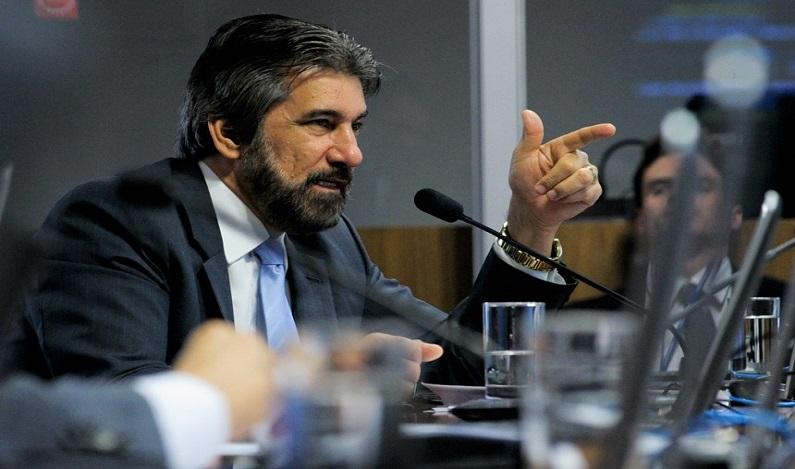 Lava-Jato bloqueia apartamento do senador Valdir Raupp