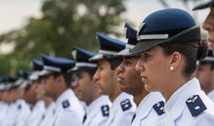 CRE analisa projeto que dá às mulheres direito de opção ao serviço militar