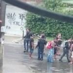 Bandidos desfilam armados em frente a quartel da Marinha no Rio