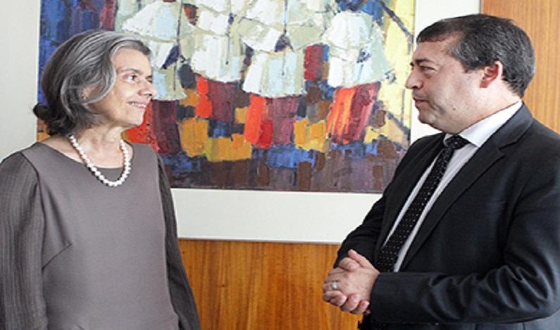Ministra Cármen Lúcia discute qualificação de presos com ministro do Trabalho