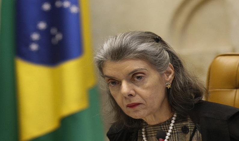 Cármen Lucia mantém ordem de remoção de presos no RS