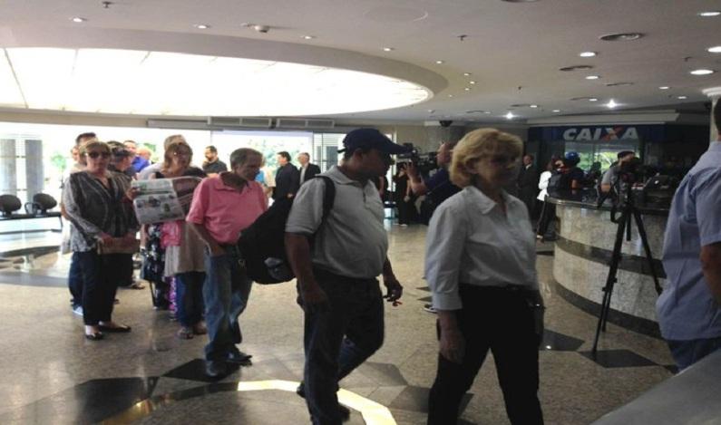 Corpo do ministro do STF Teori Zavascki é velado em Porto Alegre