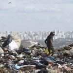 Perna é encontrada dentro de saco em lixão de Brasília