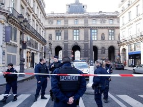 Soldado dispara em suspeito no Museu do Louvre; governo francês vê caráter terrorista