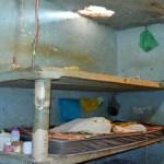 Presos fazem buraco em teto de cela e tentam fugir pela laje em Vilhena, RO