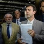 PSOL pede impeachment de Pezão no Rio