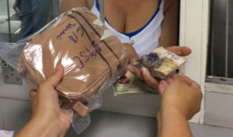 Mulher recupera bolsa com R$ 1,6 mil perdida há 3 semanas no Metrô de SP