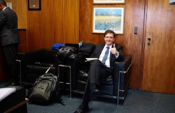 Chefe de gabinete substitui filho de Crivella na Casa Civil