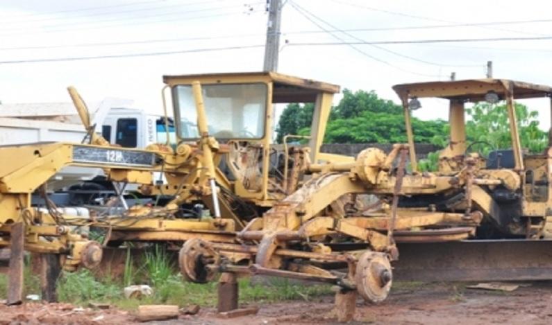 Prefeitura de Vilhena recupera máquina abandonada há três anos na zona rural