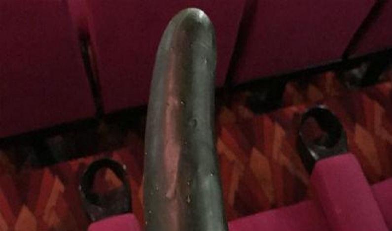 Lanterninha de cinema acha pepino após sessão de '50 Tons' na Austrália