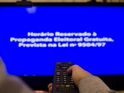 Projeto aumenta tempo de propaganda política em rádio e TV e proíbe montagens