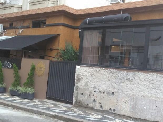 Restaurante de Santos está sendo acusado de homofobia nas redes sociais (Foto: G1)