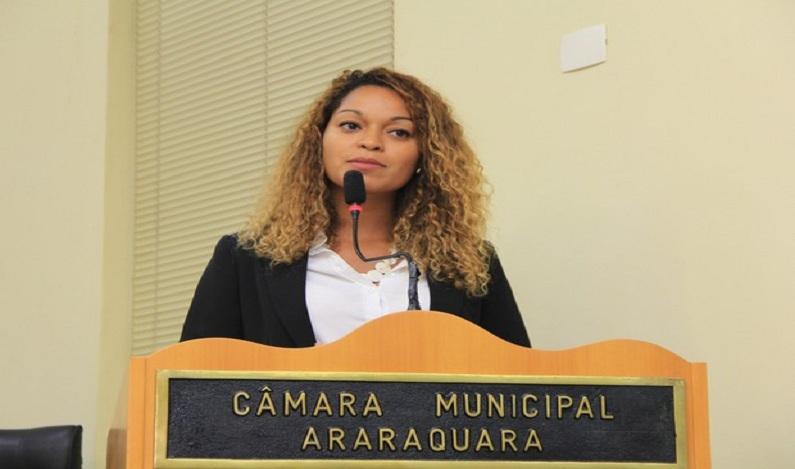 Vereadora se recusa ler a Bíblia e gera polêmica na Câmara de Araraquara