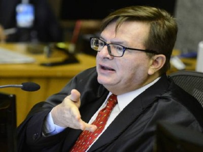 Ao julgar preliminares, TSE decide que tem poder para cassar mandato de presidente