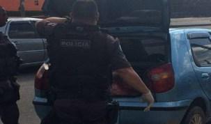 Adolescente se finge de morta, salta de carro e sobrevive a chacina com 4 mortes no Rio