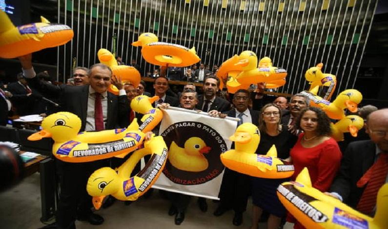Câmara aprova terceirização para qualquer atividade em empresas públicas e privadas