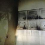 Criminosos ateiam fogo e atiram contra delegacia em Mossoró, RN