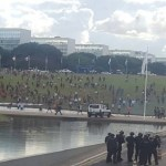Índios entram em confronto com PM em manifestação em frente ao Congresso