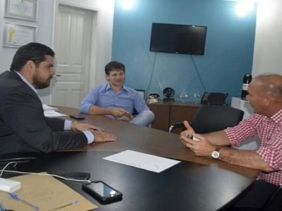 Jean Oliveira cobra do DER recuperação de estradas em Alta Floresta